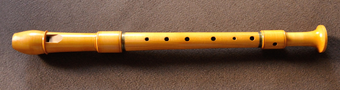 an alto recorder by Peter Harlan with German fingering
